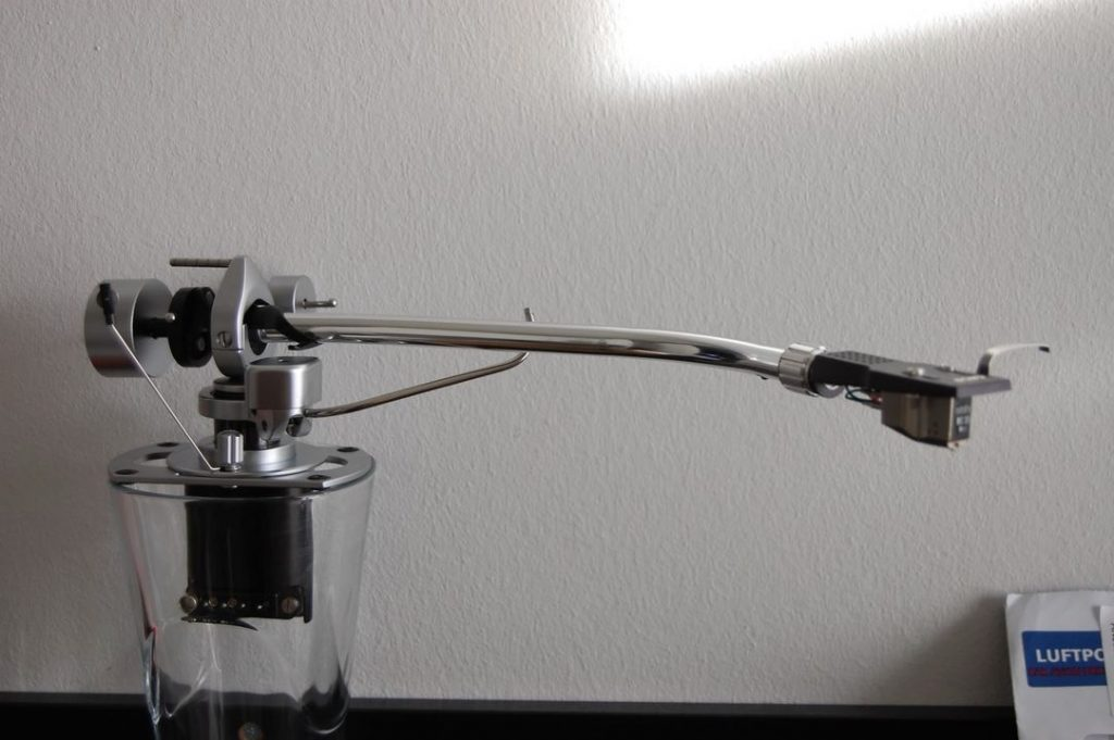 Showing my 3009 Improved tonearm, focus on the plastic carrier