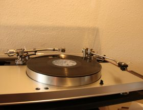 Measuring tonearm resonance frequency with the Ortofon Pickup Test Record